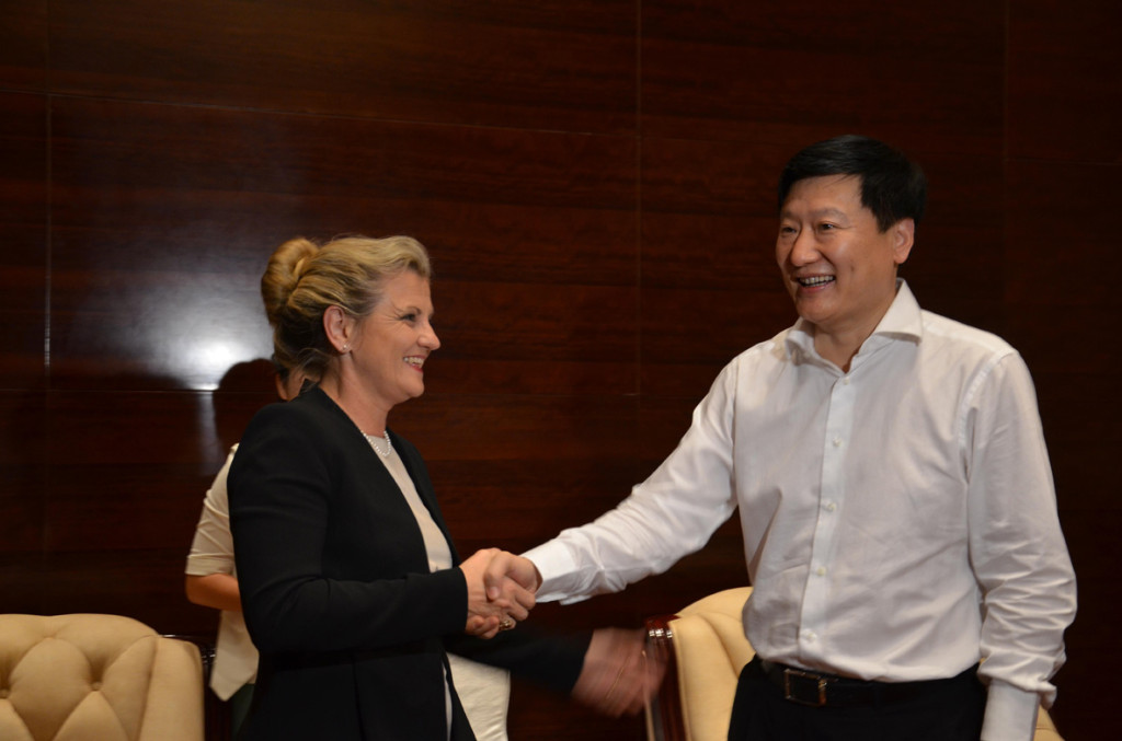 Mayor Karen Willians with Qinhuangdao Mayor Shang Liguang.