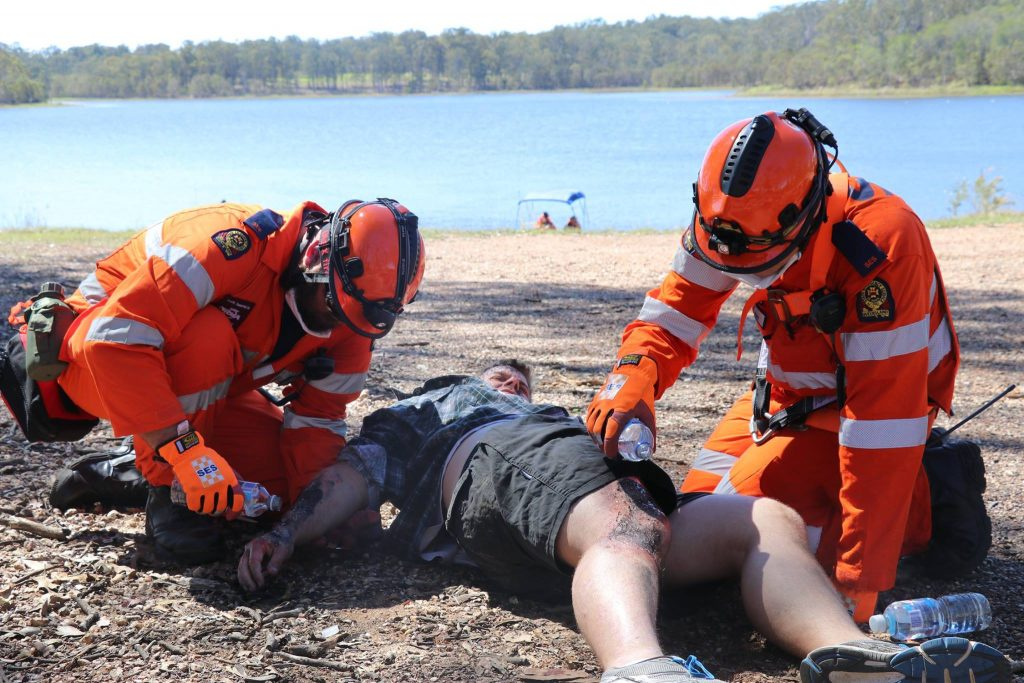 oel (left) and Justin (right) treating a casualty with severe burns to his arms, leg and face.